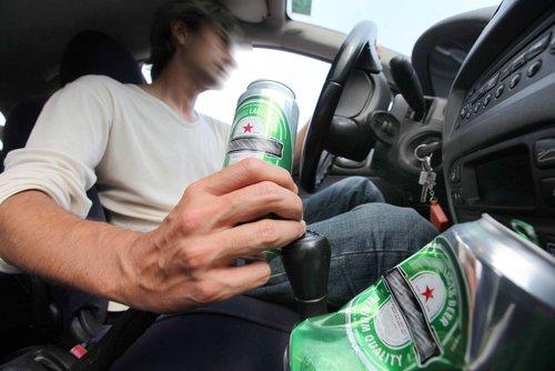 ILLUSTRATION ALCOOL AU VOLANT POUR CHRONIQUE LEVEZ LE PIED JM CHEVALIER